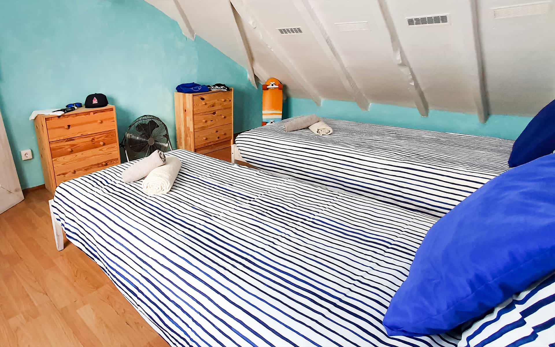surf camp ericeira - Booking Rooms - Carrot Room