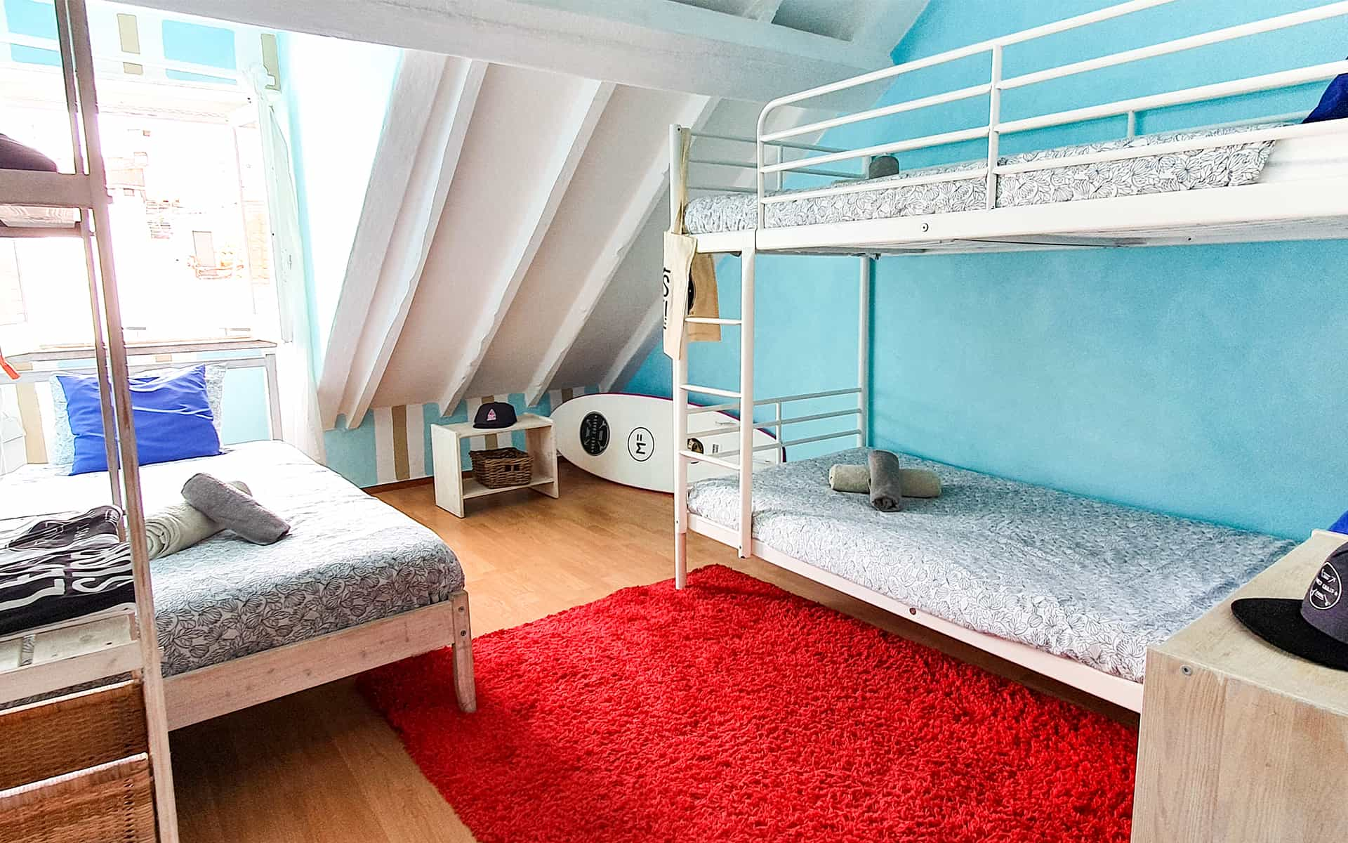 surf camp ericeira - Booking Rooms - Cherry Room