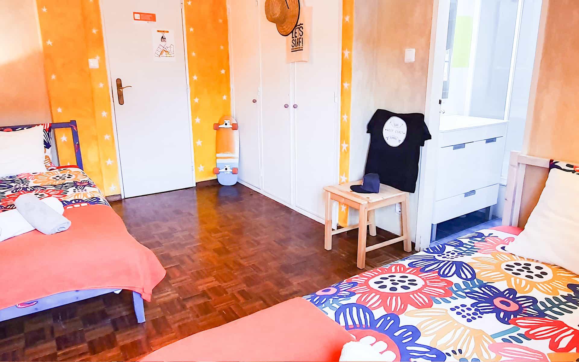 surf camp ericeira - Booking Rooms - Orange Room