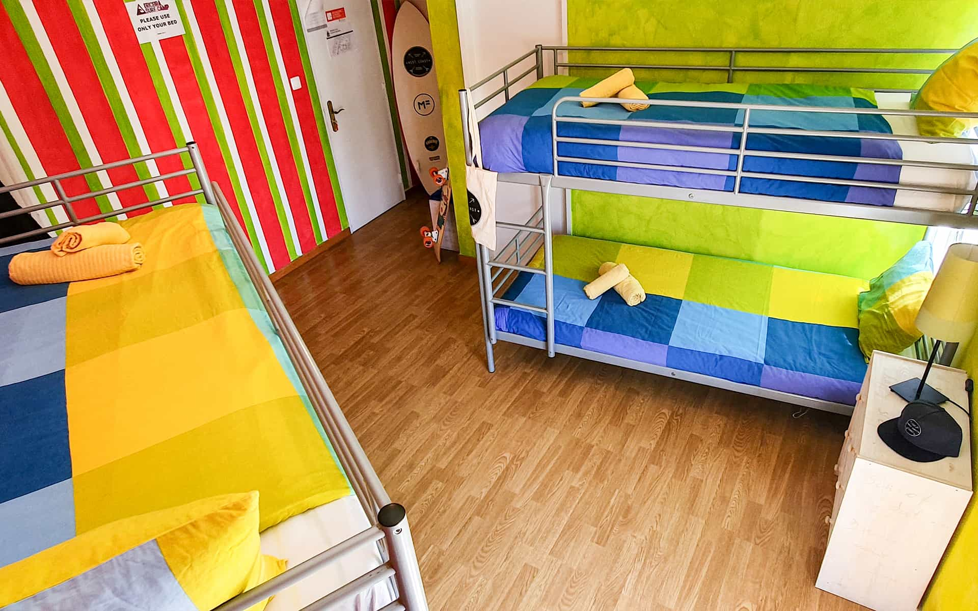 surf camp ericeira - Booking Rooms - Strawberry Room