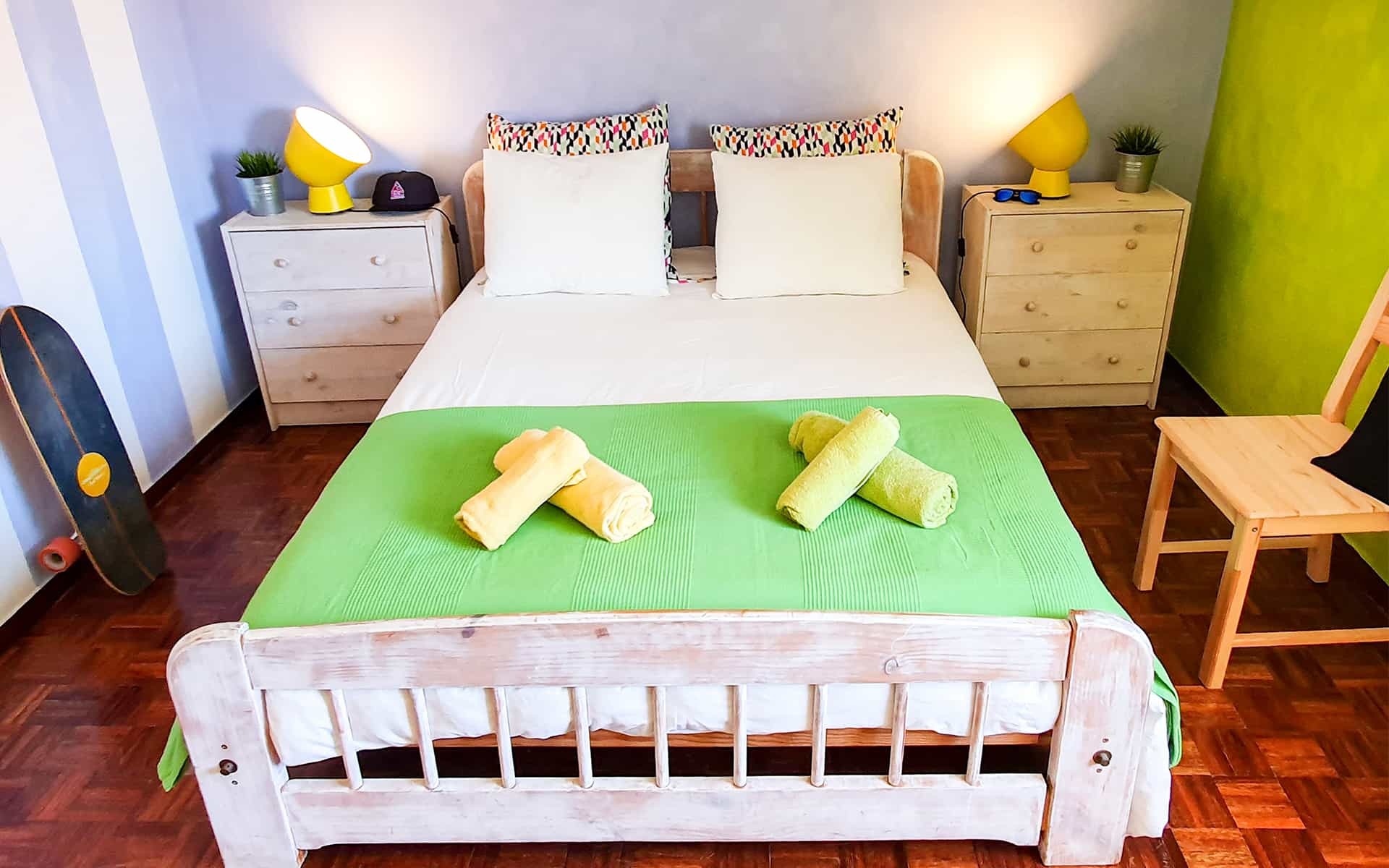 surf camp ericeira - Booking Rooms - Watermelon Room